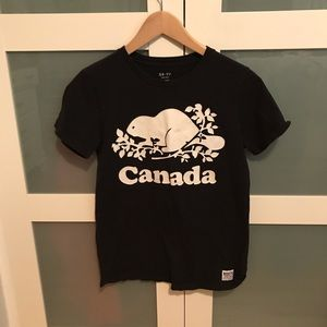 ❤️3 for 20❤️Roots Canada T-shirt